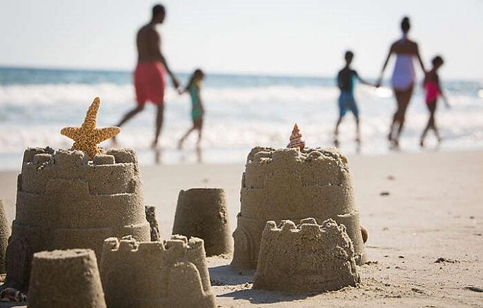 Family photos at the beach ideas