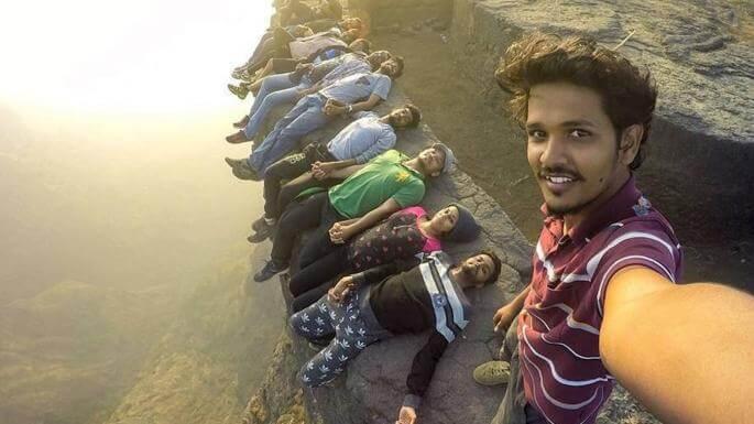Selfie-bomb